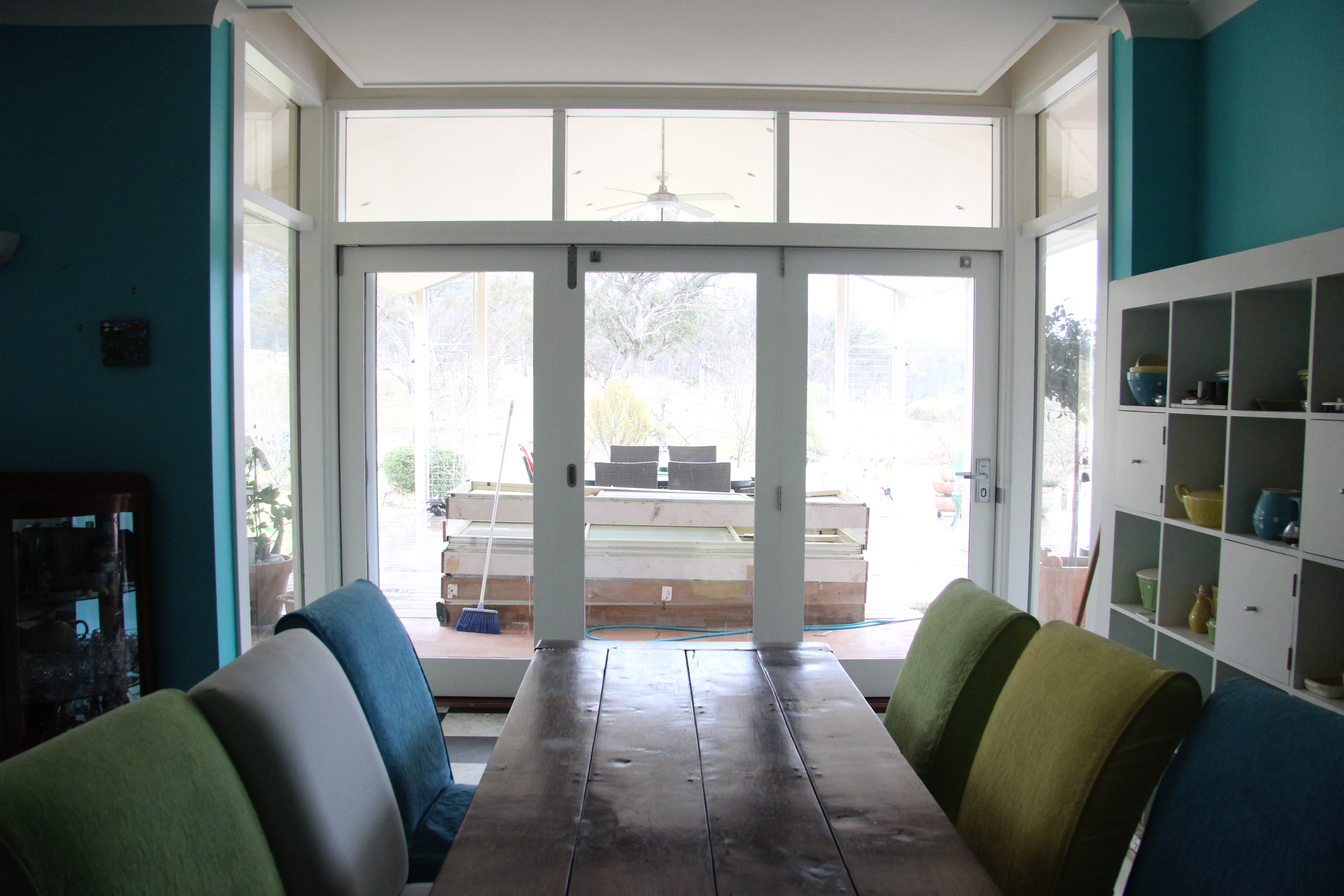 hannon-bifold-interior-with-table-in-foreground